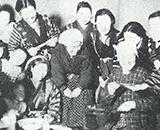 入植開拓の歴史 第一暁開拓 若妻が集まって料理講習 昭和30年10月