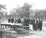職員と家族一緒の運動会風景 開会式